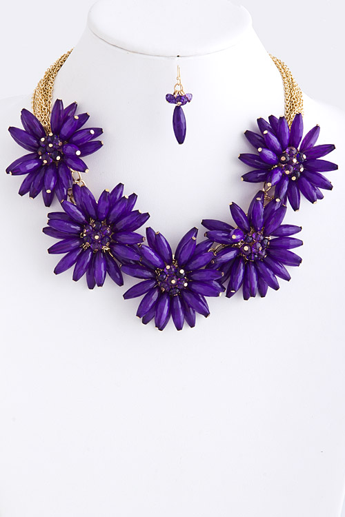 Flower Power Necklace in Purple