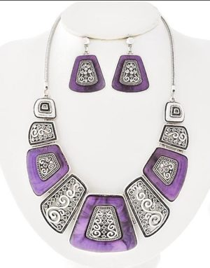 Tartaruga Necklace in Purple