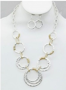 Loopty Tah Necklace