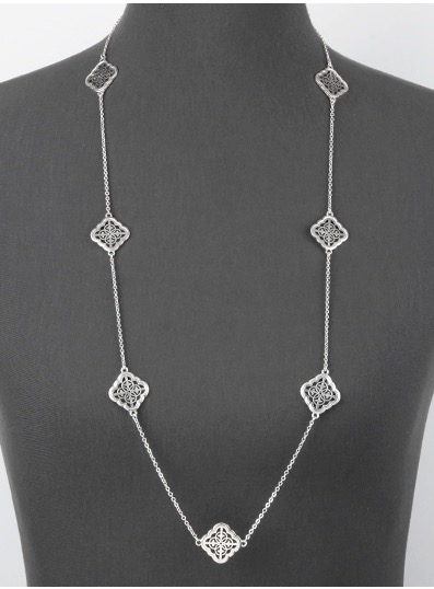 Quatrefoil Necklace in Worn Silver